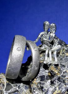 Ganz besondere Ringe aus Kristallmetall
