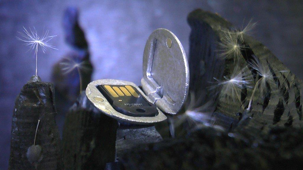 Medaillon mit USB-Chip