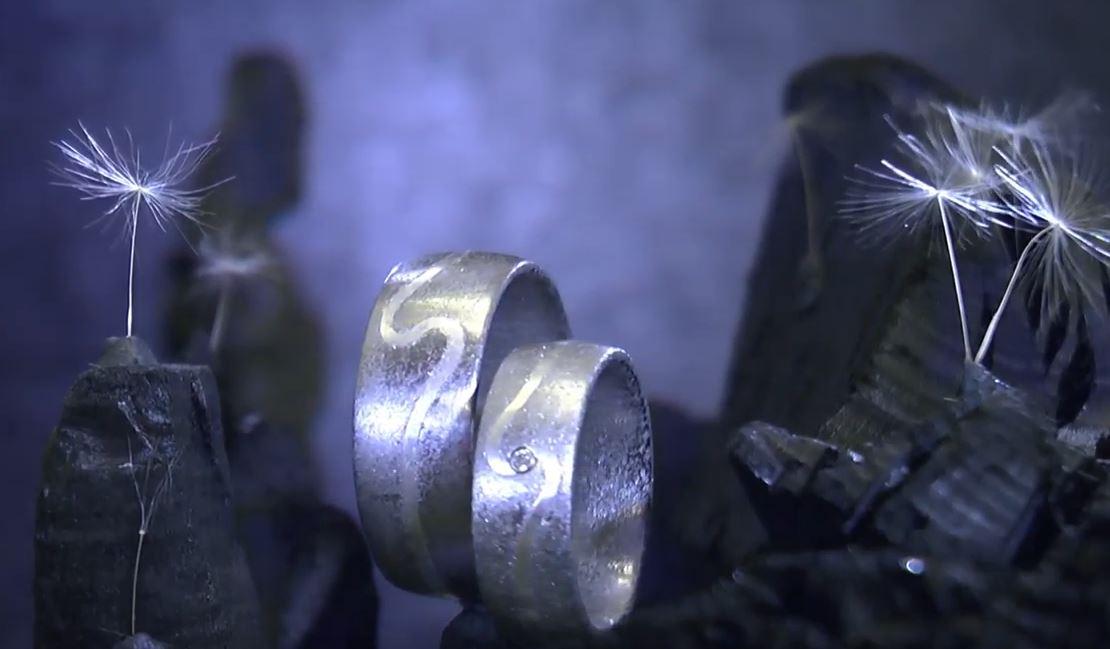 Silber und Diamant mit Kristallmetall