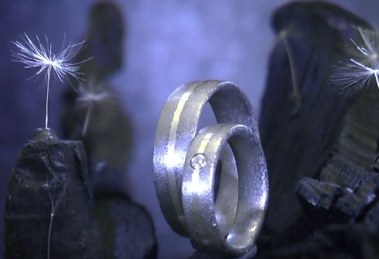 Kristallmetallringe mit Diamant und Silber