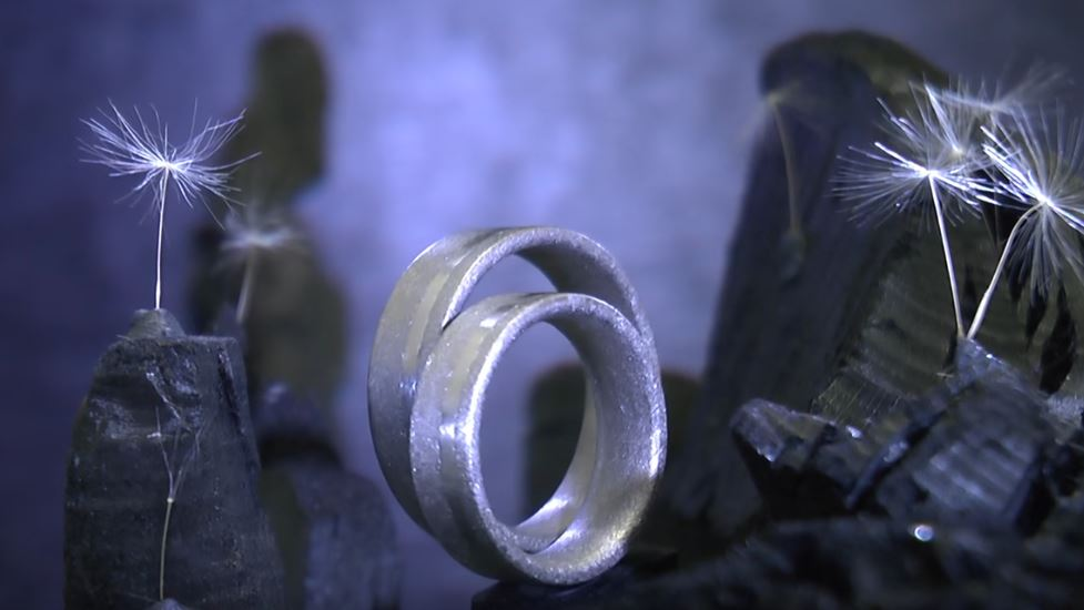 Platin und Kristallmetall in einem Design aus der Schweiz